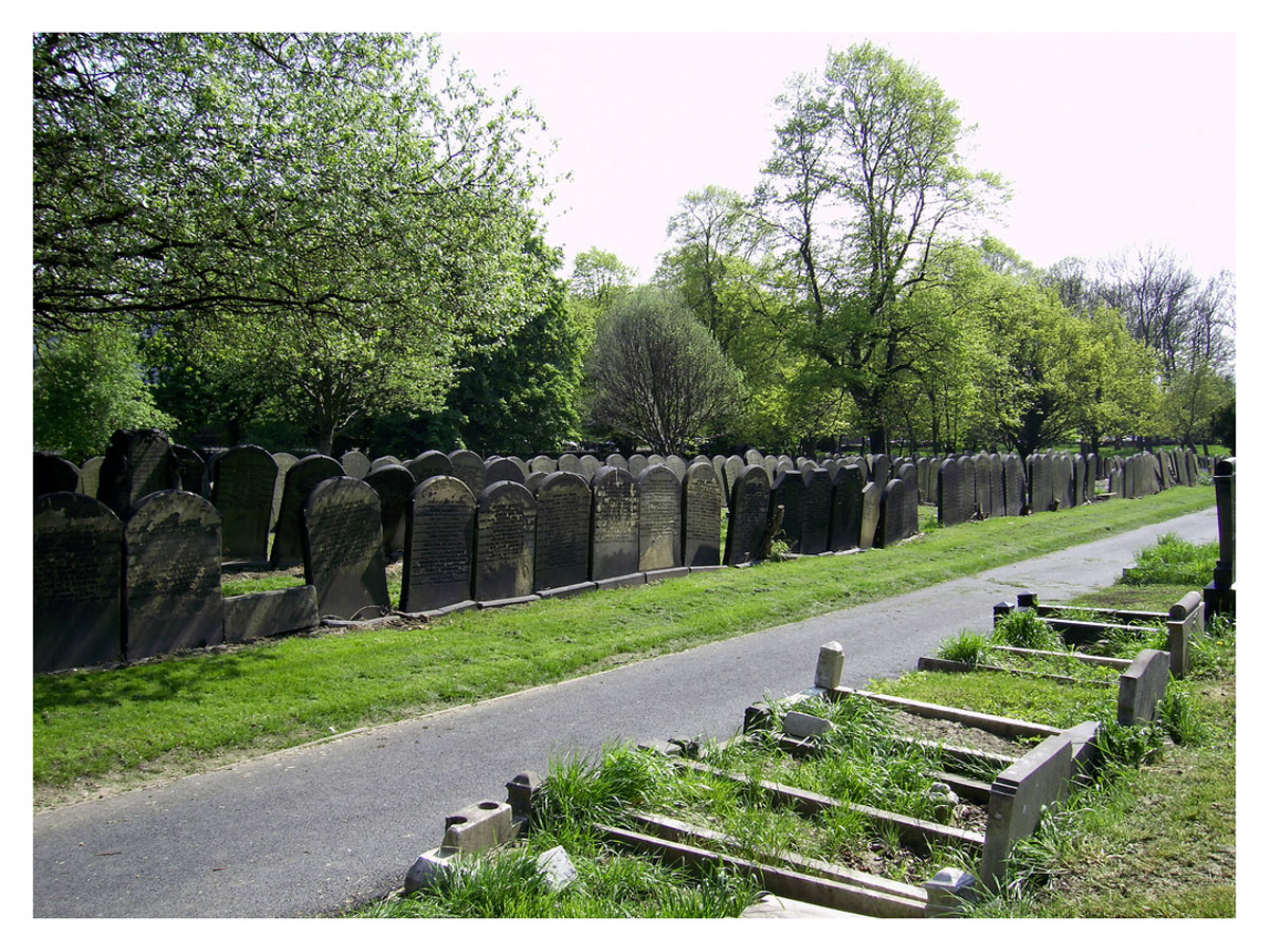 Guinea graves, Beckett Street Cemetery, Leeds. Click to enlarge.