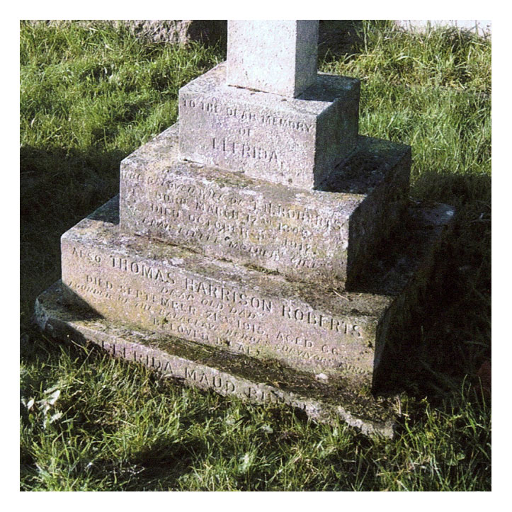 Photograph of TH Robert's grave (base & inscription). Click to enlarge.